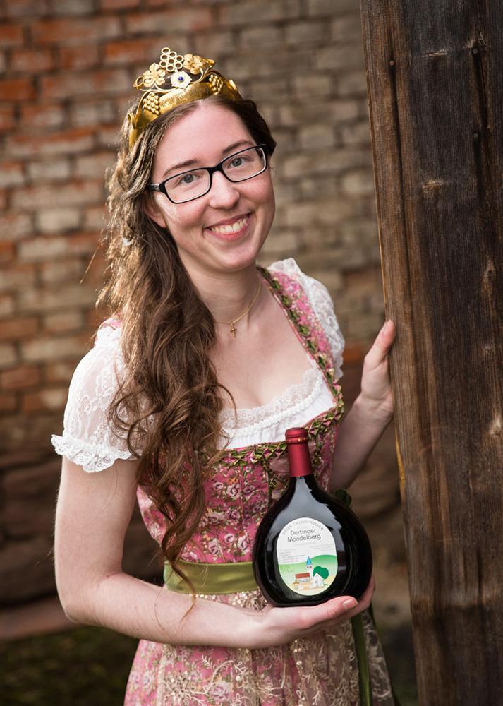 Viktoria Link Dertinger Weinprinzessin 2017-2018 Foto: Studio Schwab
