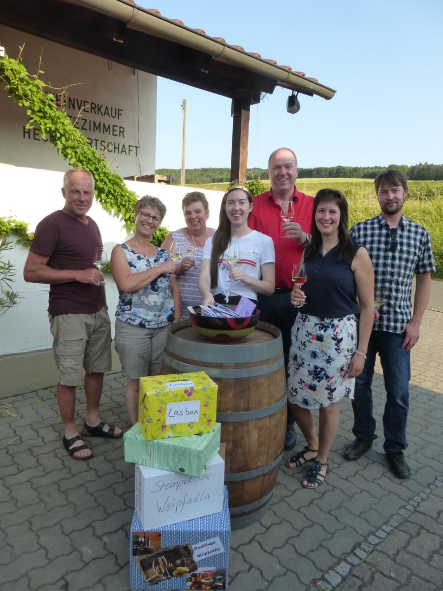 vl: Martin und Monika Baumann, Marina Klüpfel, Weinprinzessin Viktoria I., Jochen Hörner, Silvia und Martin Friedrich